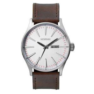 3-Zeiger-Uhrwerk, Tages- Datumsanzeige in 3-Uhr-Position und aufgedruckte Sekundenanzeige