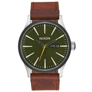 elegante Nixon Sentry Leather Herren Armbanduhr mit einem Gehäusedurchmesser von 42mm