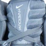 Nike Hyperdunk Schriftzug auf der Zunge