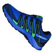 fluoreszierende leuchtende Elemente an allen Seiten des Schuhs