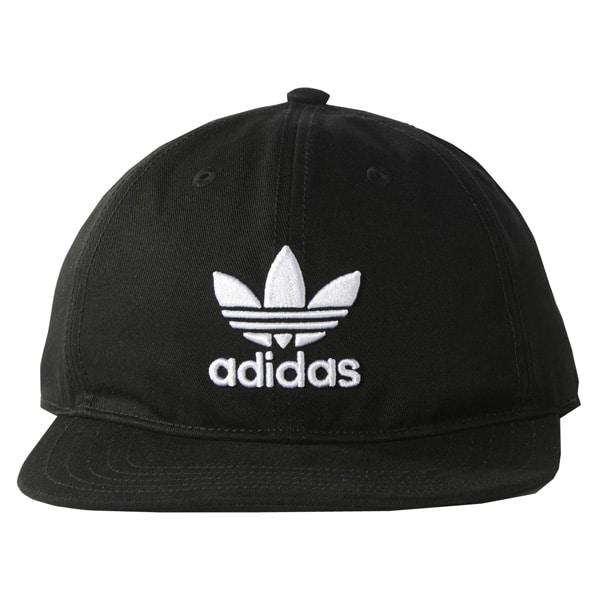 Aufwendig gesticktes großes Adidas Trefoil Logo auf der Vorderseite
