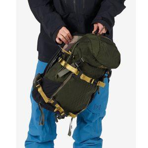 zwei durchgehende Seitentaschen mit Reißverschluss und Wasserflaschenaufnahme