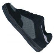 Mittelfuß und Schuhspitze mit Perforationslöchern für beste Atmungaktivität
