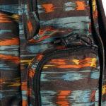 vier geräumige Seitentaschen mit Zipperverschluss