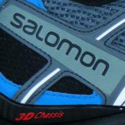 fluoreszierende Rückleuchtende Elemente um dem Schuh verteilt