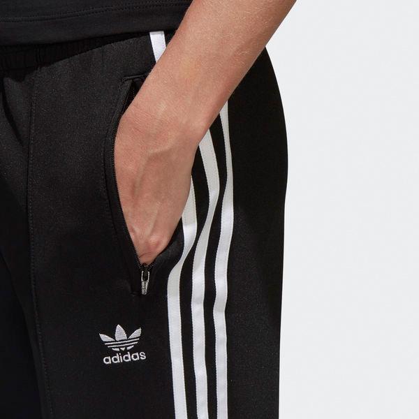 3-Streifen an den Seiten und ein Trefoil Logo auf der Vorderseite stehen für authentischen Adidas Style