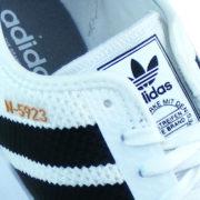 Adidas Logo Print auf der Zunge