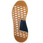 griffige Gummisohle mit Profilierung und hochgezogenen Zehenbereich