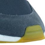 riffige Gummisohle mit Profilierung und hochgezogenen Zehenbereich