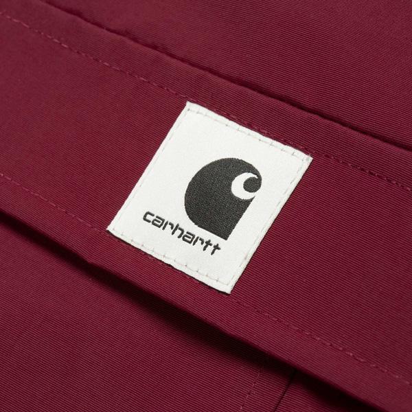 gesticktes Carhartt Script Logo auf der Brust