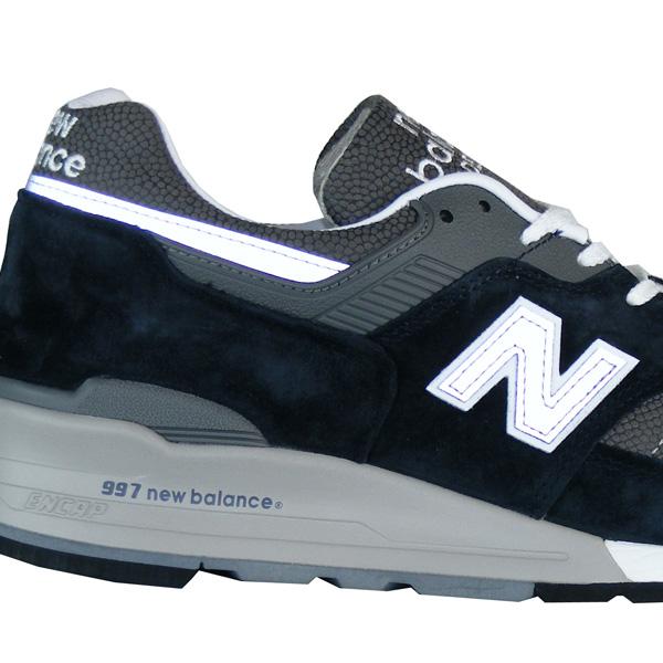 fluoreszierende Elemente rund um den Schuh
