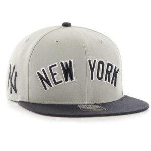New York Logo Schriftzug in weiß schwarz als aufwendige Stickerei
