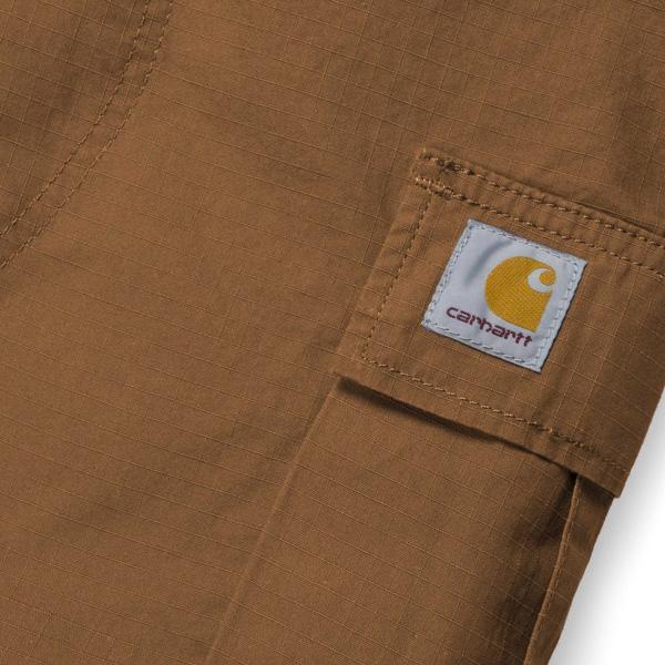 Carhartt Logo Patch auf der rechten Cargo Tasche