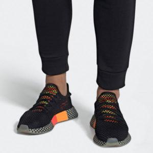 aufwendiger Netz Schuh Überzug im geometrischen All-Over-Look