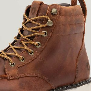 Schnürsenkelleiste durch zusätzliche Lederpatches verstärkt