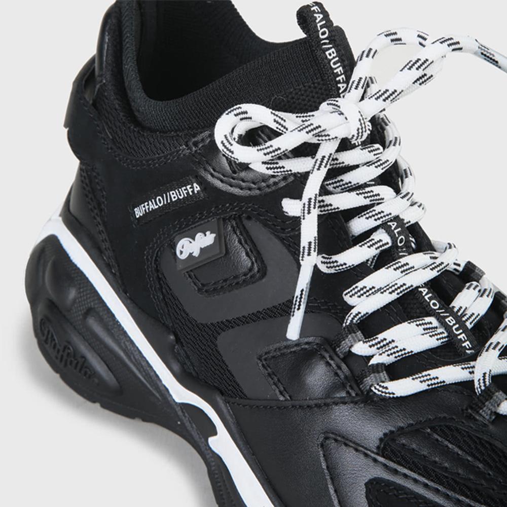 stylische Sommer Schuhe in schwarz mit weißen Akzenten