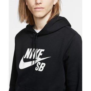 Nike Logo Schriftzug auf der Brust