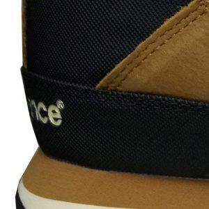 Schuhaußenseite mit 2cm geriffelten hohen Gümmi/Textil Geröllschutz
